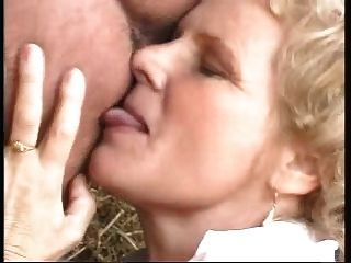 Granny with big boobs fucked by homem vestido como uma mulher