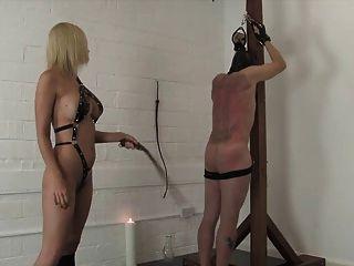 Amante loira kinky chicotes e torturas seu escravo