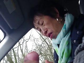 Homemade, chinês mais velho senhora wanks pau em carro