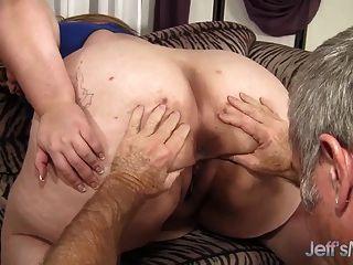 Gigante titty mandy majestoso leva um galo gorda
