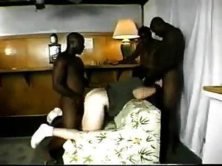 3 gajos negros fodendo um burro branco