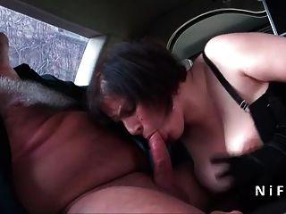 Sexy bbw francês maduro duro anal fodido em uma limusine