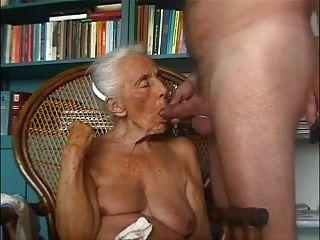 Avó ama galo novo