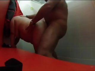Sexo no balneário da piscina