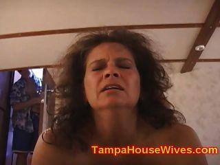 Duas esposas milf fodido enquanto os maridos assistem