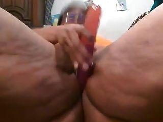 Bbw preto brincando com sua vagina até que ela esguincha
