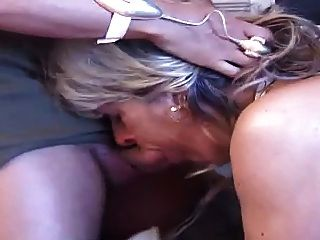 Mulher alemã idosa no vídeo anal do sexo