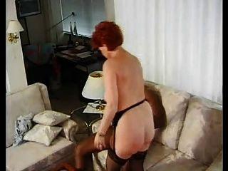 Alemão maduro bbw kira vermelho fodido por enorme galo preto