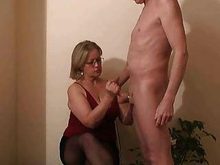 Sra.Watson dá a seu vizinho um handjob