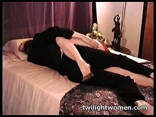 Lésbica lésbica beijando profundamente sedução