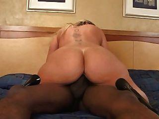 Curvy esposa tem sexo com seu amante preto