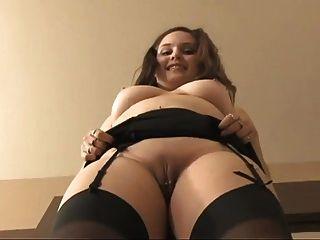 Secretária com grandes mamas e gatinha depilada gv00041