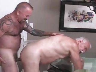 Homens mais velhos fodem