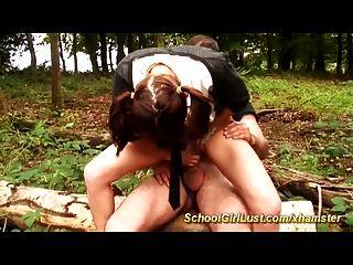 Estudante fica fodido anal na floresta
