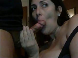 Amador 2 mulher bonita mamada chupar e engolir todo cum