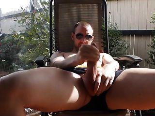 Str8 homens jogam no quintal