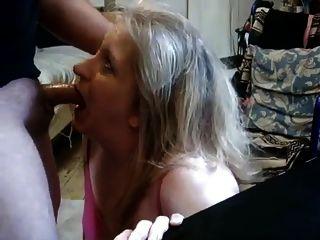 Esposa madura dando cabeça