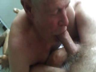 Vovô suga e comer cum de barriga peluda