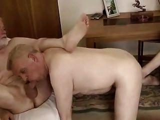 Vovô sugando bolas