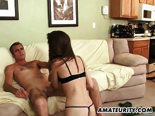 Namorada amadora jovem suga e fode um cara velho