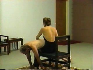 Retro privado chicoteando e caning sessão com amante loira