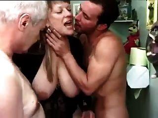 Francês maduro com dois homens