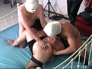 2 caras batendo mãe bbw