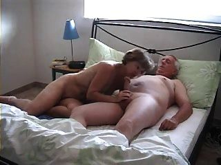 Casal maduro amador agradável