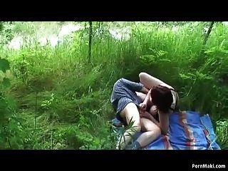 Vovó e vovô fodem ao ar livre