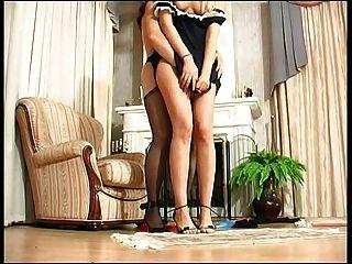 Senhora da casa pune maid