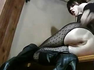 Hot milf em lingerie fisting sua boceta e bunda
