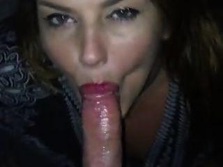 Namorada me dá bom boquete e eu atiro em sua língua