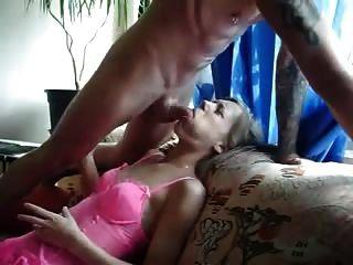 Garganta profunda amadora jovem e amarga na boca