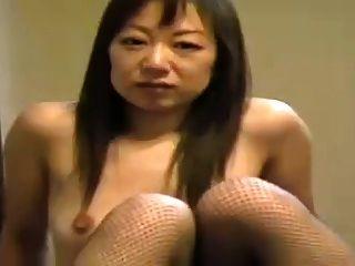 Mulher asiática em público