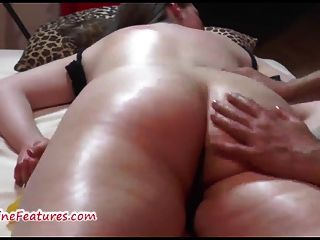 Chubby czech adolescente recebe massagem erótica e dedilhado duro
