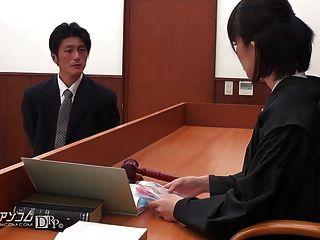 Advogado asiático ter que foder na quadra 02
