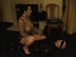 Femdom foder um escravo