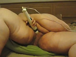 Ssbbw masturbates com varinha mágica