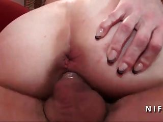 Horny pequeno titted francês maduro duro anal fodido