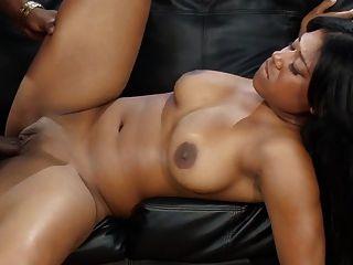 Menina bonita ebony quente
