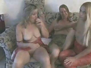 Pumas amadores maduros quentes fumando e jogando ggg