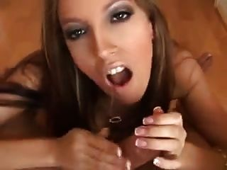 Esposa quente toma um galo marroquino enquanto marido trabalha