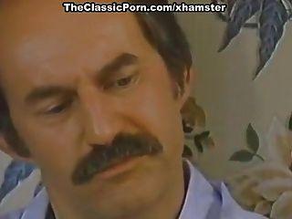 Karen summer, nina hartley em clipe clássico pornô com um tesão