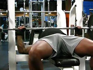 Jc mostra off dick imprimir no ginásio