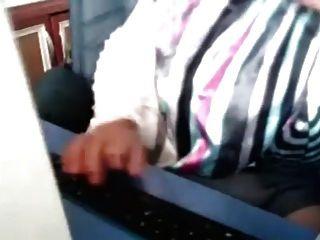 Turbanli camda masturbasyon turk