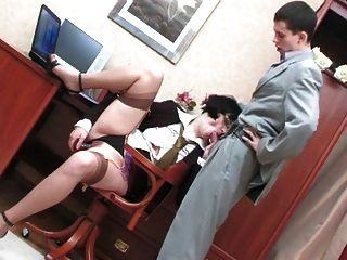 Cadela quente e madura gosta de sexo anal duro