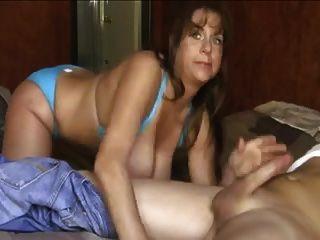 Mamas grandes no biquini azul