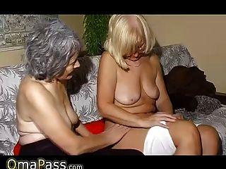 Omapass velho casal lésbica masturbando bichano com brinquedo