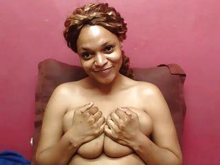 Pele clara ebony babe com mamas grandes webcam
