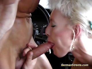 Milf alemão apanhado para sexo de carro selvagem